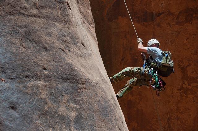 מידע חשוב על בטיחות בזמן טיפוס הרים וסנפלינג