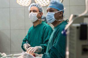ניתוחים פלסטיים מטעמים בריאותיים