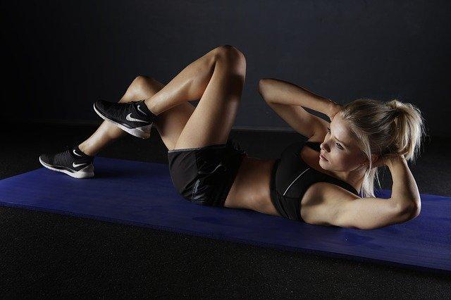 איך אפשר להתאמן ולשמור על תזונה בריאה מבלי לצאת מהבית